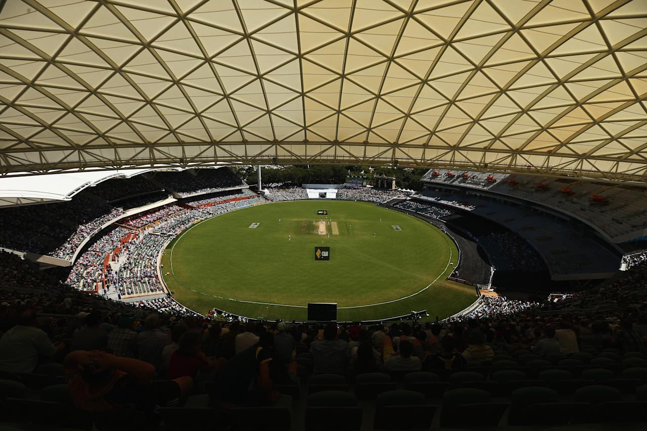 ADELAIDE, AUSTRALIA - DECEMBER 07:  A general view during day three of the Second Ashes Test match between Australia and England at Adelaide Oval on December 7, 2013 in Adelaide, Australia.  (Photo by Ryan Pierse/Getty Images)