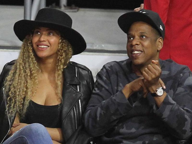 Beyonce and JAY-Z arrive one hour late to Golden Globes with their own Champagne