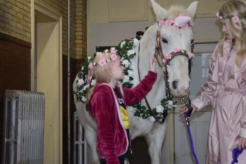 Naomi Short gets the chance to meet a unicorn thanks to the Butler County Sheriff's Office mounted patrol. (Photo courtesy of Gary Short/Naomi Strong Facebook)