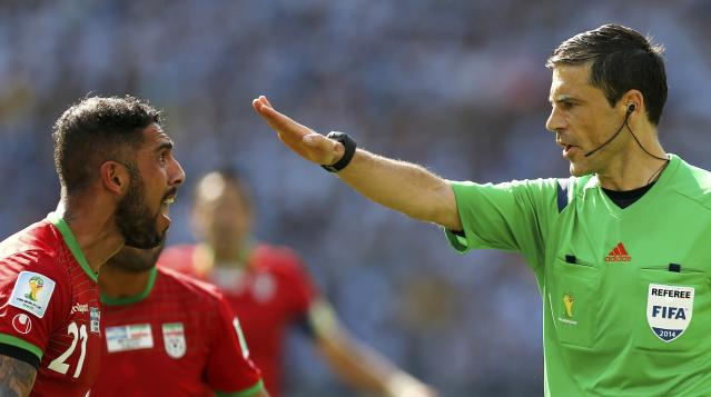 Iran's Ashkan Dejagah (L) argues with referee Milorad Mazic of Serbia during their 2014 World Cup Group F soccer match against Argentina at the Mineirao stadium in Belo Horizonte June 21, 2014. REUTERS/Sergio Moraes (BRAZIL - Tags: SOCCER SPORT WORLD CUP TPX IMAGES OF THE DAY)