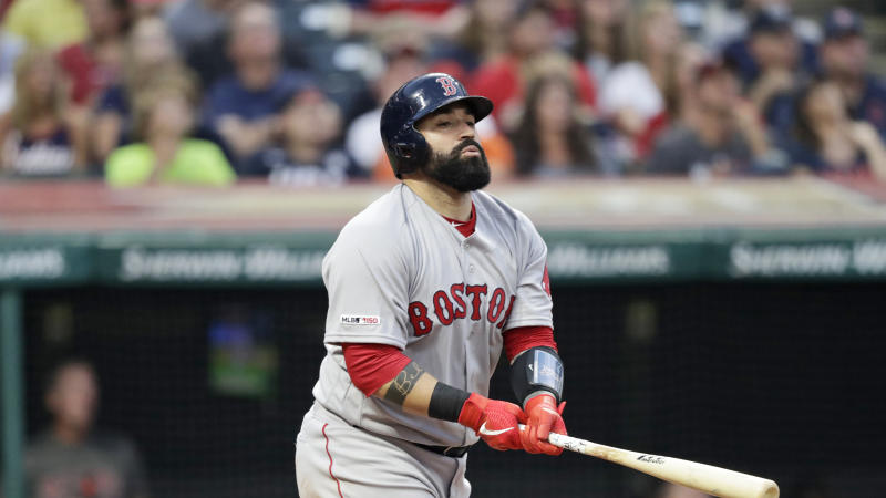 Indians acquire veteran catcher Sandy León from Red Sox