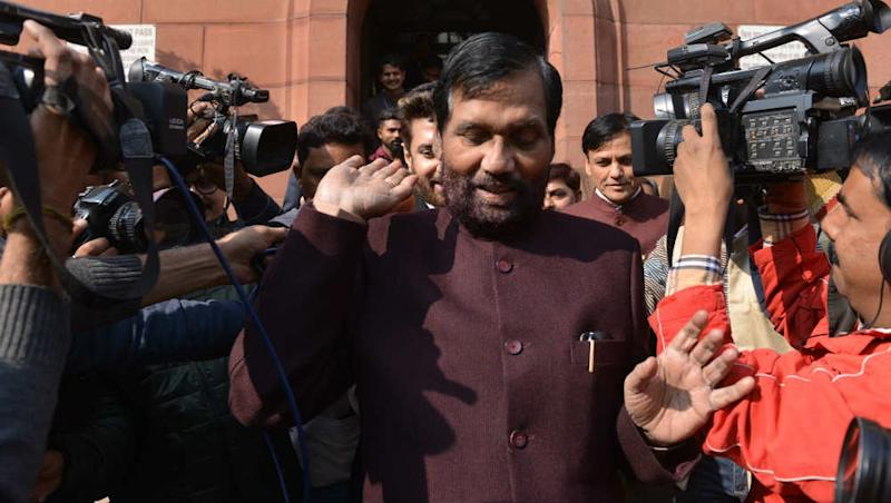 Ram Vilas Paswan Dies: Anti-Emergency Icon, Janata Party Face and Socialist Who Glided With UPA, NDA – A Look at The Former LJP Chief's Political Journey