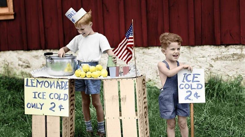 Colorized 1940s photo of little boys at lemonade stand