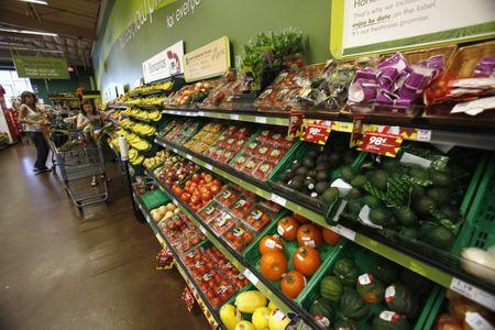 Shoppers stand by the vegetables aisle inside a Fresh & Easy store in Burbank, California October 19, 2012.  REUTERS/Mario Anzuoni