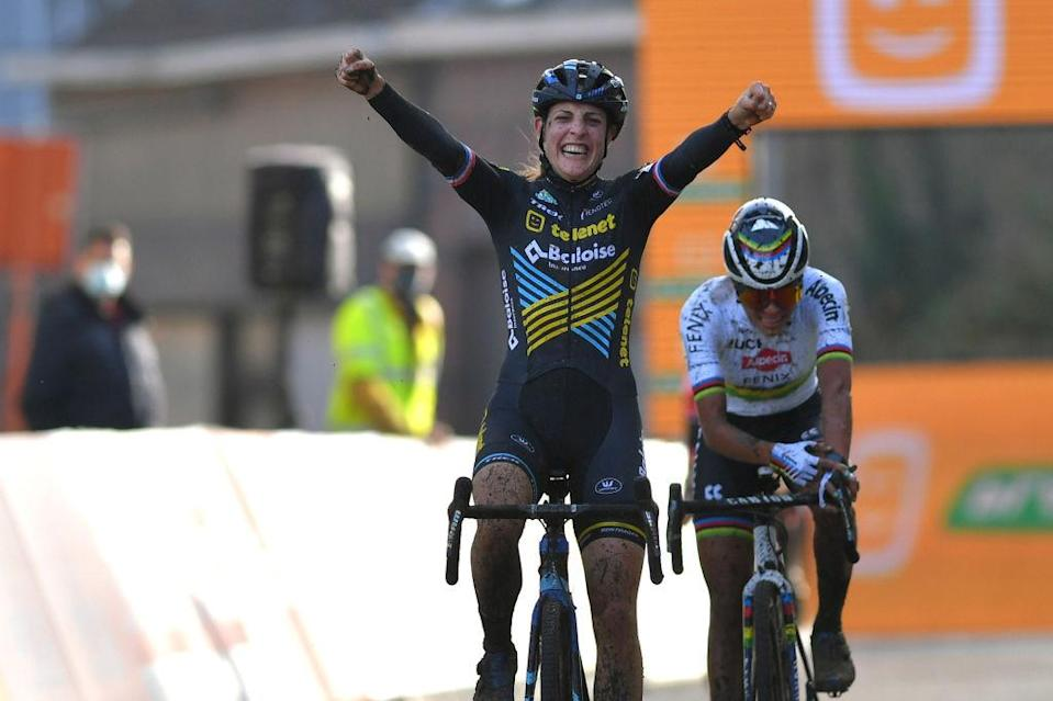 Lucinda Brand wins Superprestige Jaarmarktcross
