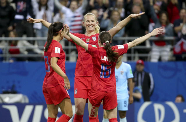 Sam Mewis (centre) gets in on the act. (Credit: Getty Images)
