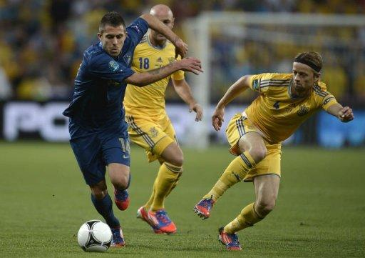 French midfielder Jeremy Menez (L) clashes with Ukrainian midfielder Anatoliy Tymoshchuk