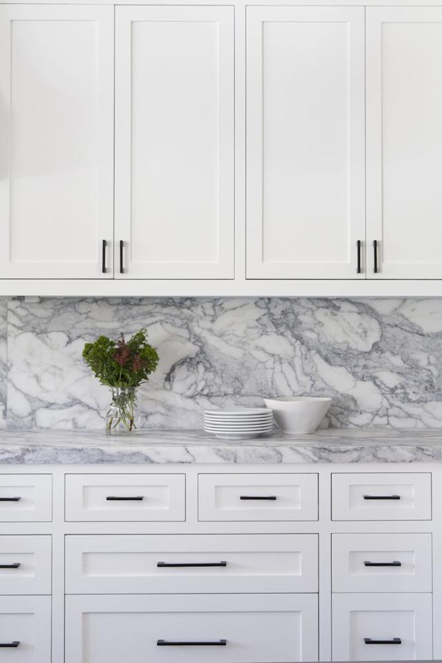 10 kitchen renovation trends with incredible chic factor for Expressive kitchen cabinets