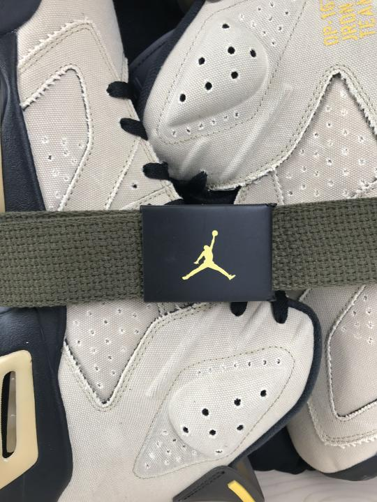 San Diego Padres star Manny Machado opens an exclusive pair of retro Air Jordan 6s that were gifted to 11 players around Major League Baseball.