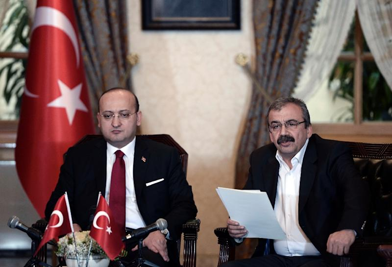This photo from the Turkish Prime Minister's press office shows pro-Kurdish lawmaker Sirri Sureyya Onder (R) with Turkey's Deputy Prime Minister Yalcin Akdogan (L) during a meeting in Istanbul on February 28, 2015 (AFP Photo/)