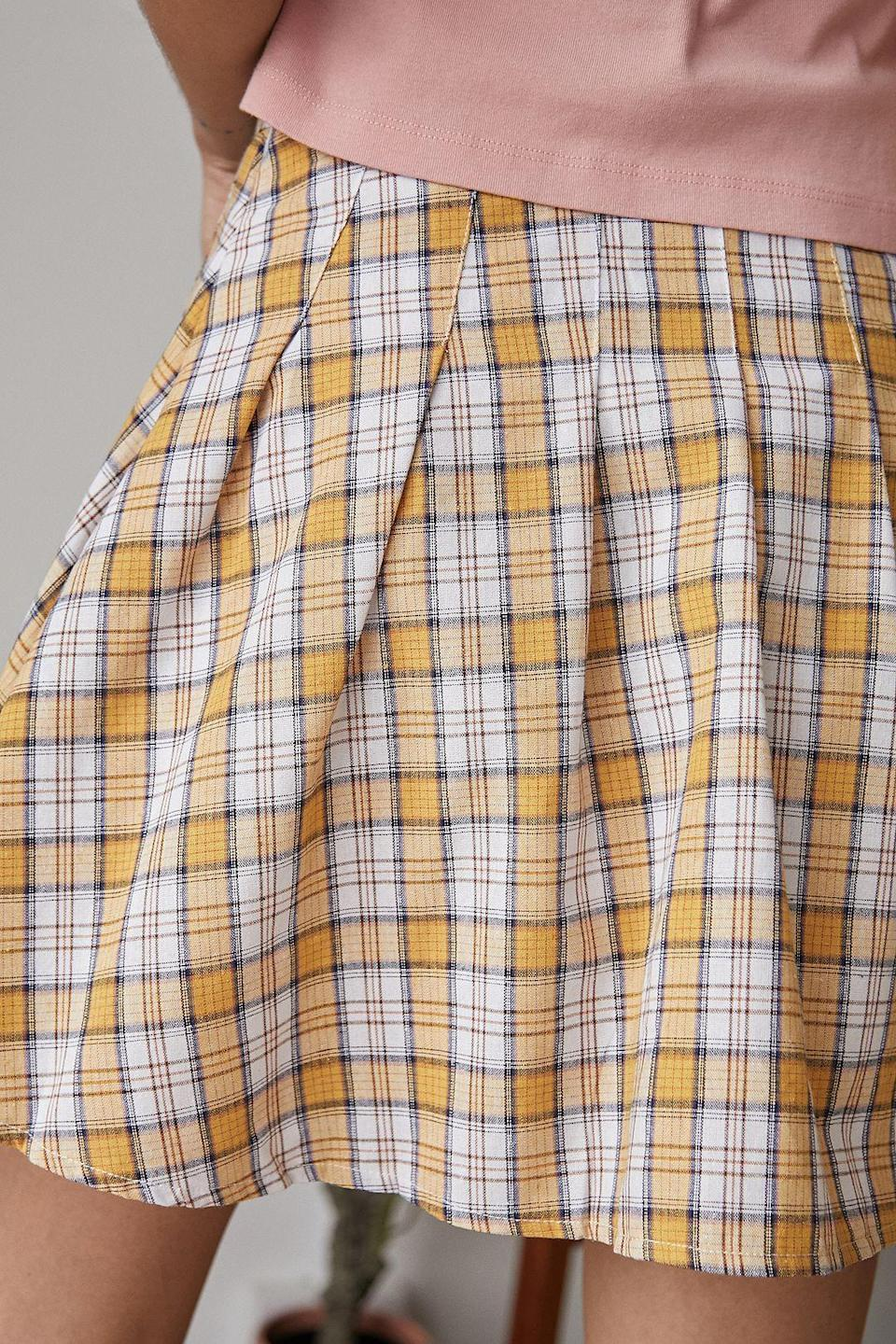 """<p><a href=""""https://www.urbanoutfitters.com/fr-fr/shop/daisy-street-check-pleated-tennis-skirt?category=SEARCHRESULTS&color=072&searchparams=q%3Dcarreaux&type=REGULAR&quantity=1"""" rel=""""nofollow noopener"""" target=""""_blank"""" data-ylk=""""slk:Acheter chez Urban Outfitters - 29 €"""" class=""""link rapid-noclick-resp"""">Acheter chez Urban Outfitters - 29 €</a></p>"""