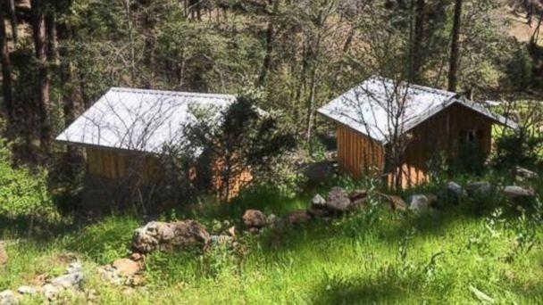 PHOTO: Tennessee teen Elizabeth Thomas and her former teacher, Tad Cummins, were were found in one of these two cabins pictured in rural Siskiyou County, California, on April 20, 2017. (KDRV)