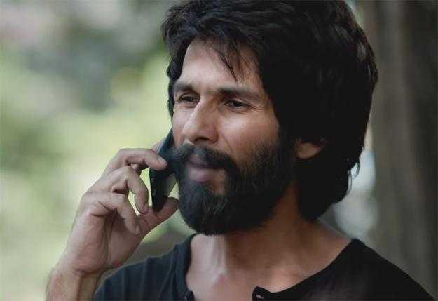 Shahid transforms into a poster boy for toxic masculinity, playing a heartbroken entitled brat with anger management issues. Not too unfamiliar from his role in <em>Udta Punjab</em>, Shahid's Kabir has a self-destructive streak and takes to alcohol to get over problems with his love life.