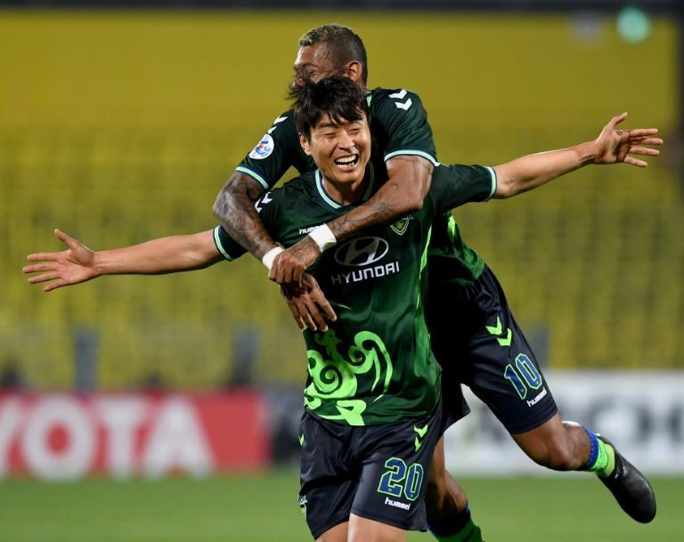 Lee Dong-gook (C) is the all-time top-scorer in the K-League and Asian Champions League