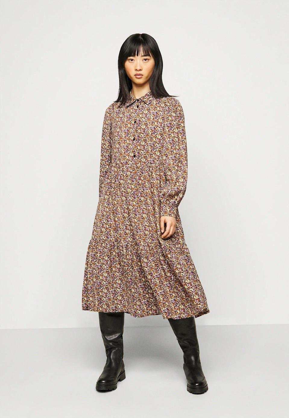 "<br><br><strong>Pieces Petite</strong> Pcanja Midi Dress, $, available at <a href=""https://www.zalando.co.uk/pieces-petite-pcanja-midi-dress-shirt-dress-blackbrownpurple-pit21c01e-q11.html"" rel=""nofollow noopener"" target=""_blank"" data-ylk=""slk:Zalando"" class=""link rapid-noclick-resp"">Zalando</a>"