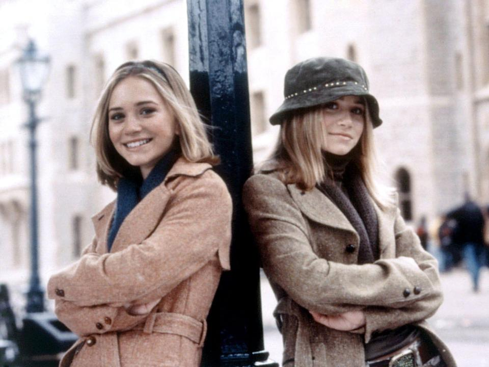 """Mary-Kate and Ashley Olsen in """"Winning London,"""" leaning against a pole"""