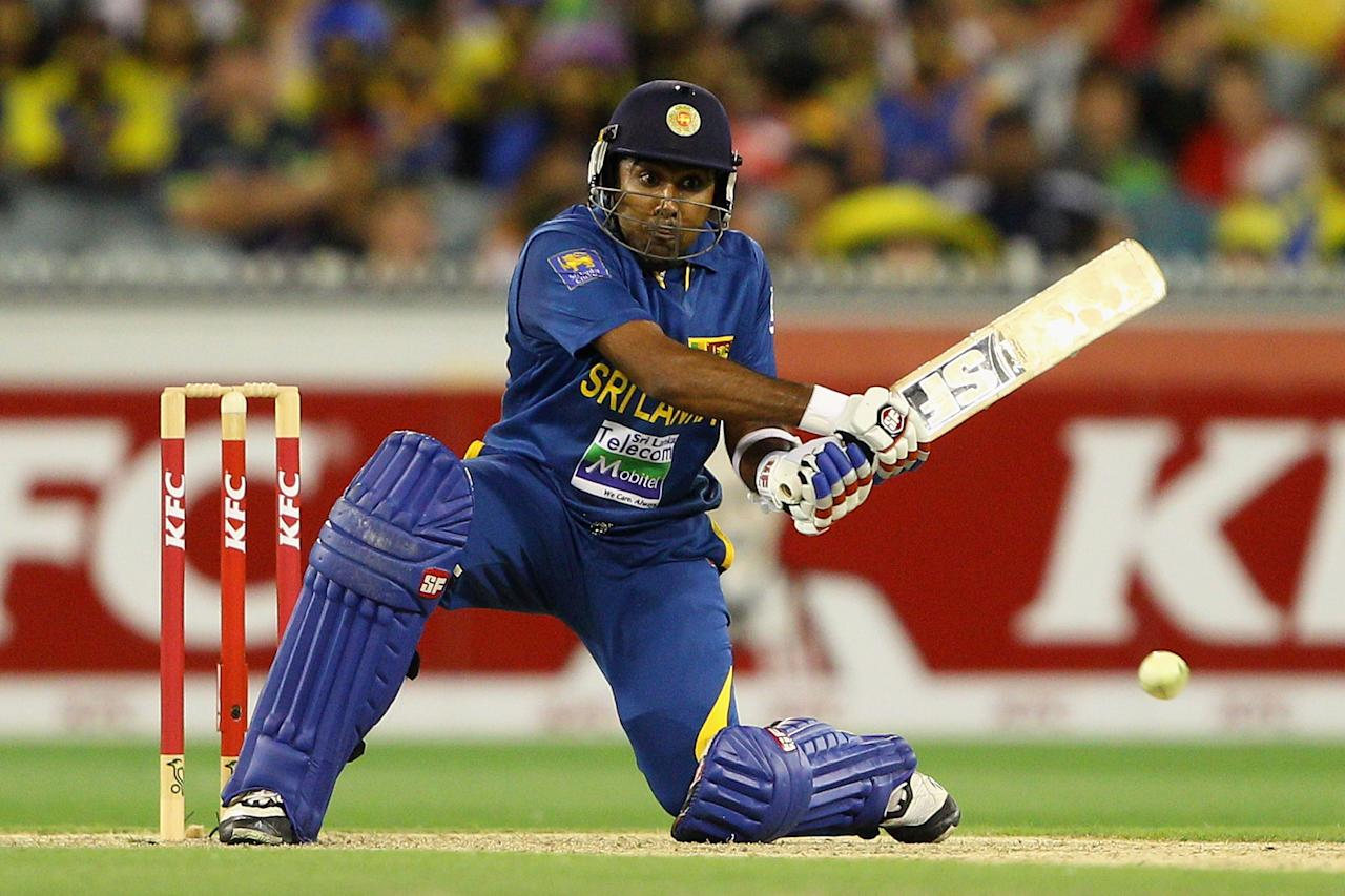MELBOURNE, AUSTRALIA - JANUARY 28:  Mahela Jayawardene of Sri Lanka plays a shot during game two of the Twenty20 International series between Australia and Sri Lanka at Melbourne Cricket Ground on January 28, 2013 in Melbourne, Australia.  (Photo by Robert Prezioso/Getty Images)