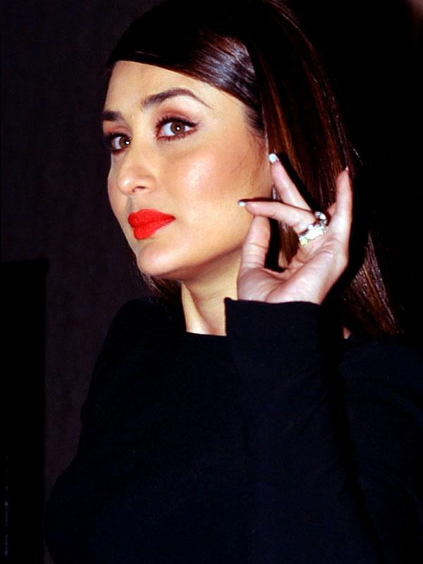 <b>KAREENA KAPOOR </b><br><br>I drink a lot of water for my skin. Apart from doing yoga to keep myself fit, I am a pure vegetarian.