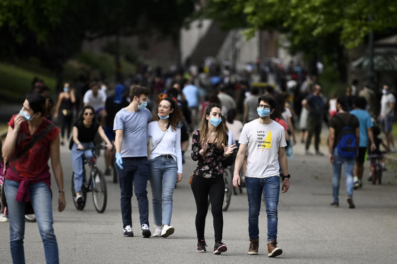TURIN, ITALY - May 09, 2020: People walk at Parco del Valentino (Valentino Park) during first weekend of phase two (2) of COVID-19 coronavirus emergency. During phase two Italians are allowed to return to work, to see their relatives, to do outdoor sports activities. (Photo by Nicol� Campo/Sipa USA)