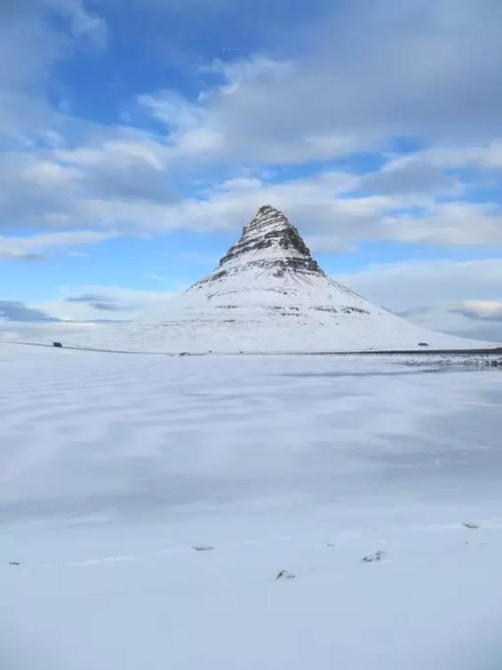 <p>And here's the mountain after the real-life winter has come. <br>(Airbnb) </p>