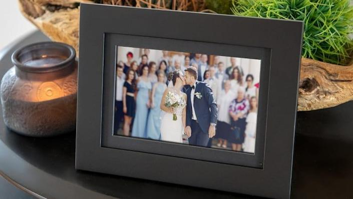 Show a lifetime of memories with this digital frame.