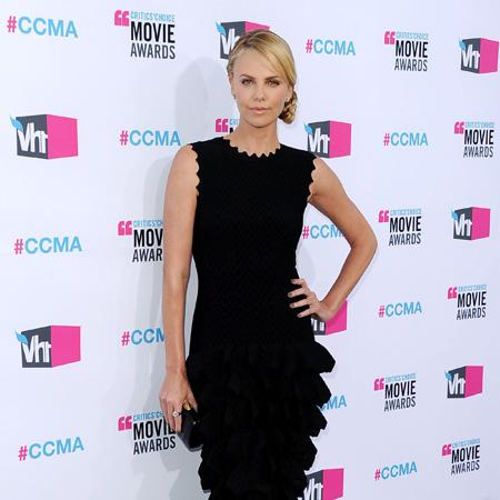 Charlize Theron: Stewart is badass