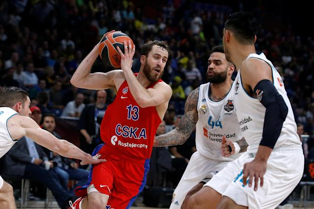 Basketball - EuroLeague Final Four Semi Final A - CSKA Moscow vs Real Madrid - ?Stark Arena?, Belgrade, Serbia - May 18, 2018 CSKA Moscow's Sergio Rodriguez in action with Real Madrid's Jeffery Taylor REUTERS/Alkis Konstantinidis