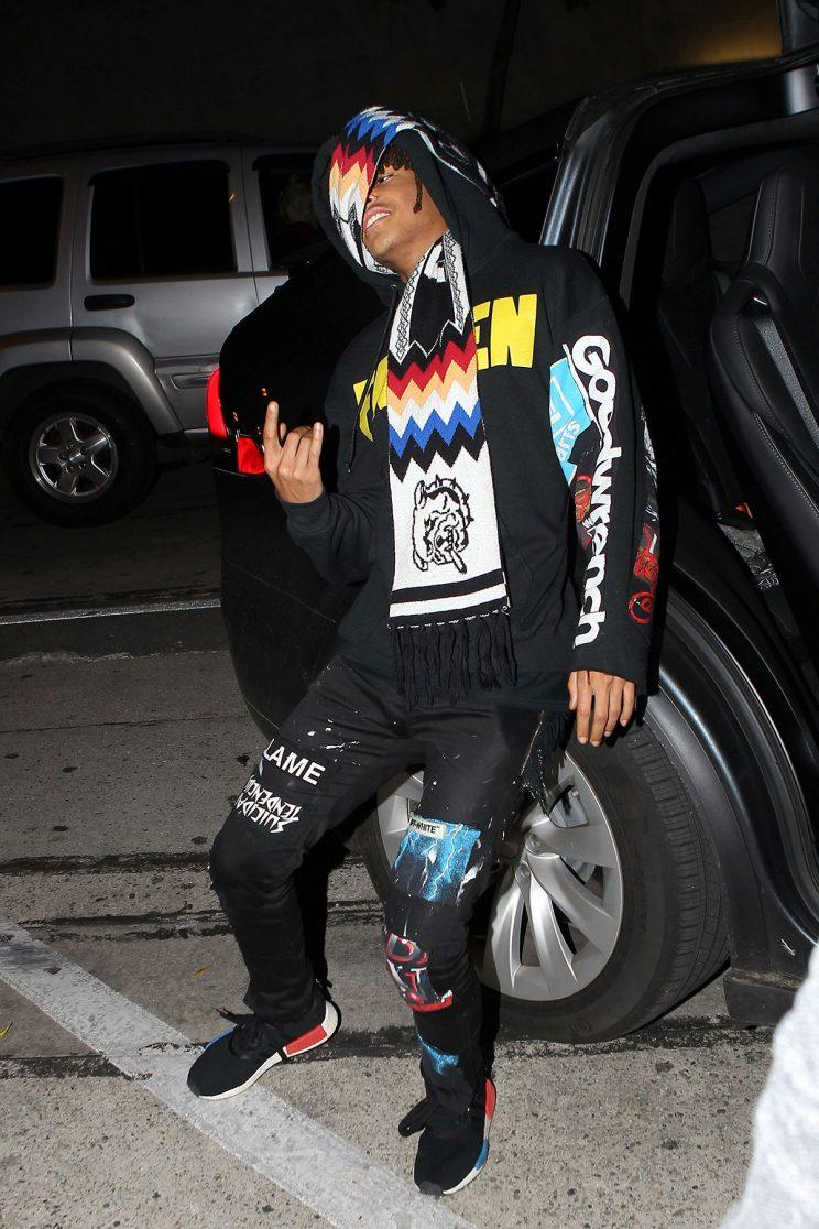 AG_159320 - West Hollywood, CA - Hollywood, CA - Jaden Smith was not in the mood for photos after dinner with friends at Craig's Restaurant in West Hollywood. The fashion forward 18-year-old used his colorful scarf to shield himself from photographers. Jaden struck a quick pose before he leaped into his Tesla Model X. (Photo: AKM-GSI)