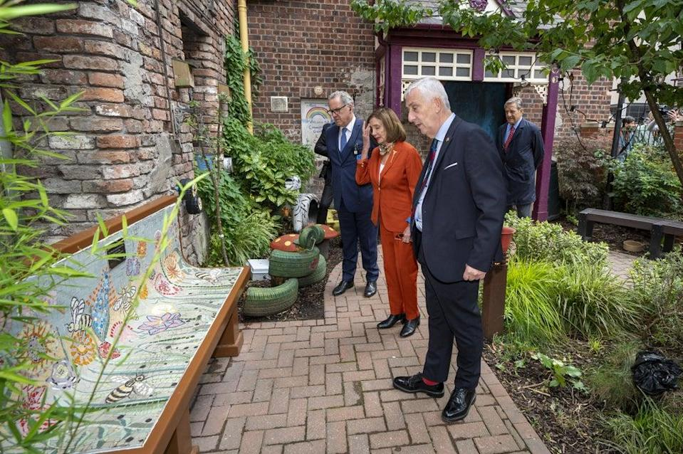 Nancy Pelosi and Sir Lindsay Hoyle visit the Coronation Street set (Peter Byrne/PA) (PA Wire)