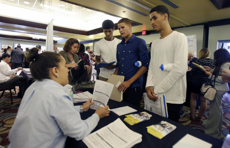 US job openings rise in August, but hiring flat