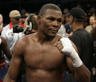 Jermain Taylor poses after winning by split decision over Cory Spinks in 2007. (AP)