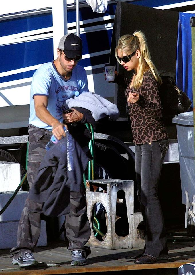 """Latin singing sensation Enrique Iglesias and former tennis ace Anna Kournikova prepare to set sail on a Valentine's Day cruise in Miami's Biscayne Bay. <a href=""""http://www.infdaily.com"""" target=""""new"""">INFDaily.com</a> - February 14, 2008"""