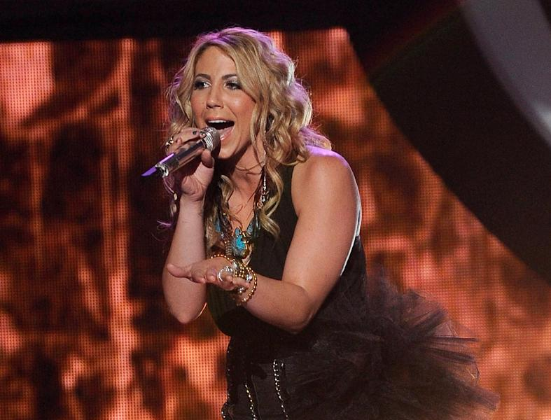 """FILE - In this April 11, 2012 file photo released by Fox, Elise Testone performs on the singing competition series """"American Idol,"""" in Los Angeles. Testone on Thursday, April 19, 2012 was among the bottom three contestants on the Fox talent competition. (AP Photo/Fox, Michael Becker)"""