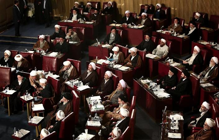 Members of Iran's Assembly of Experts attend a session to appoint a new chairman on March 10, 2015 (AFP Photo/Behrouz Mehri)