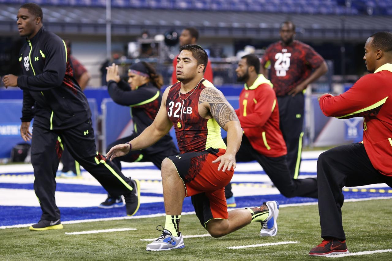 INDIANAPOLIS, IN - FEBRUARY 25: Manti Te'o of Notre Dame stretches with other linebackers during the 2013 NFL Combine at Lucas Oil Stadium on February 25, 2013 in Indianapolis, Indiana. (Photo by Joe Robbins/Getty Images)