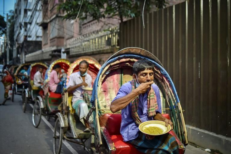 As the pandemic drags on, Bangladeshis are donating less to street kitchens