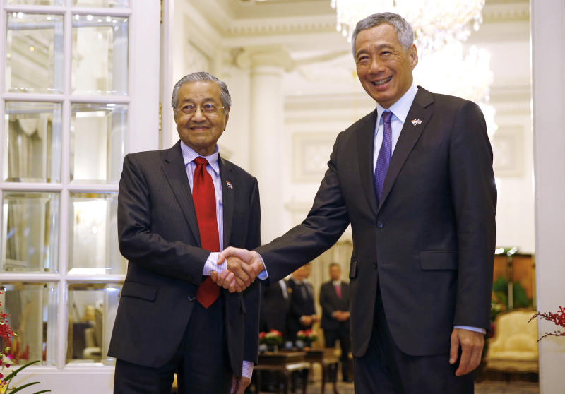 Malaysia's Prime Minister Mahathir Mohamad, left, shakes hands with Singapore's Prime Minister Lee Hsien Loong at the Istana in Singapore, Monday, Nov. 12, 2018. (Feline Lim/Pool Photo via AP)