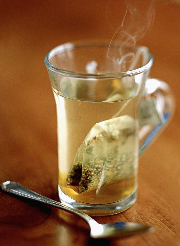 Hot tea can help soothe cold symptoms. (Photo: Getty Images)