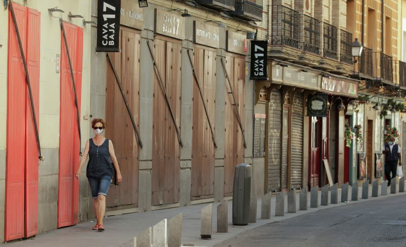 Spain dives into deep recession, tourism woes bode ill for rebound