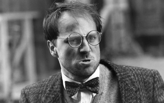 Goldthwait as his Bob Cratchit-esque character in <em>Scrooged</em>. (Photo: Paramount/courtesy Everett Collection)