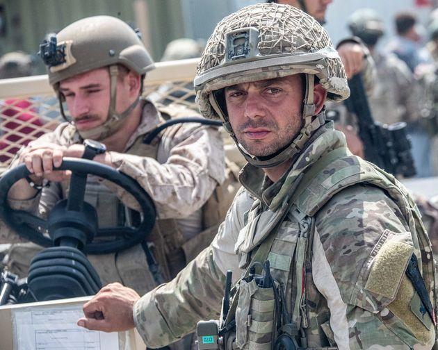 n this handout image provided by the Ministry of Defence, the British armed forces work with the U.S. military to evacuate eligible civilians out of Afghanistan on August 21, 2021 (Photo: Handout via Getty Images)