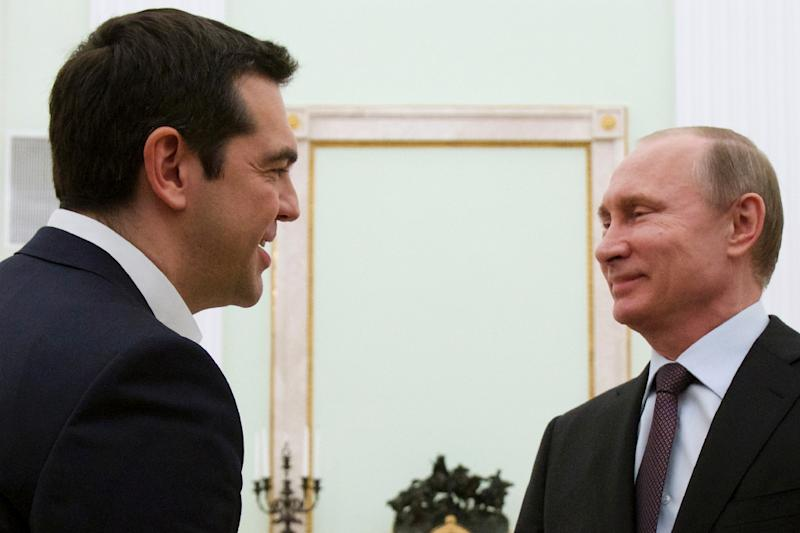 """Greek Prime Minister Alexis Tsipras says he wants a """"new start"""" in relations with Russia as he meets Russian President Vladimir Putin (R) in Moscow on April 8, 2015 (AFP Photo/Alexander Zemlianichenko)"""
