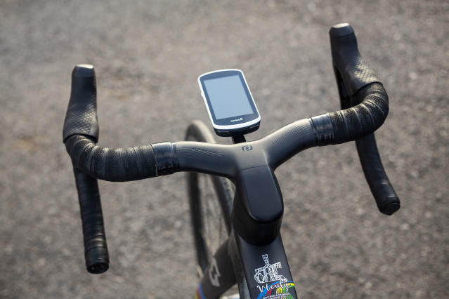 The integrated cockpit wrapped in Synchros Super Light bar tape