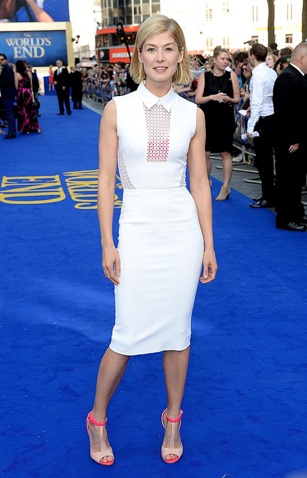 """LONDON, ENGLAND - JULY 10:  Actress Rosamund Pike attends """"The World's End"""" world premiere at the Empire Leicester Square on July 10, 2013 in London, England.  (Photo by Dave J Hogan/Getty Images)"""