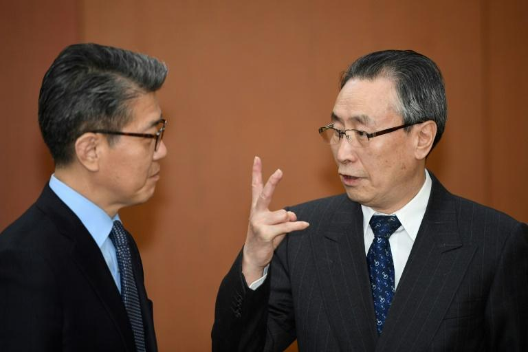 Wu Dawei (R), China's top nuclear envoy, talks with Kim Hong-Kyun, South Korea's representative to the six-party talks, as they wait for the South's Foreign Minister Yun Byung-Se before their meeting in Seoul on April 10, 2017