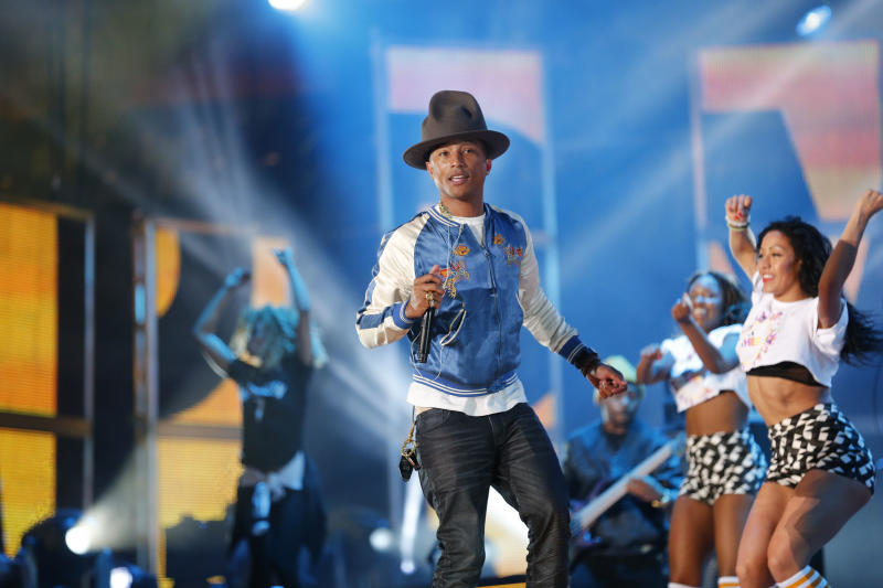 """FILE - In this Feb. 16, 2014 file photo, Pharrell Williams rehearses before the NBA All Star basketball game in New Orleans. The producer-rapper-singer's tune """"Happy"""" is nominated for best original song at the Oscars on Sunday, March 2, 2014. Days ahead, the upbeat anthem has climbed to No. 1 on the Billboard Hot 100 chart. (AP Photo/Bill Haber)"""