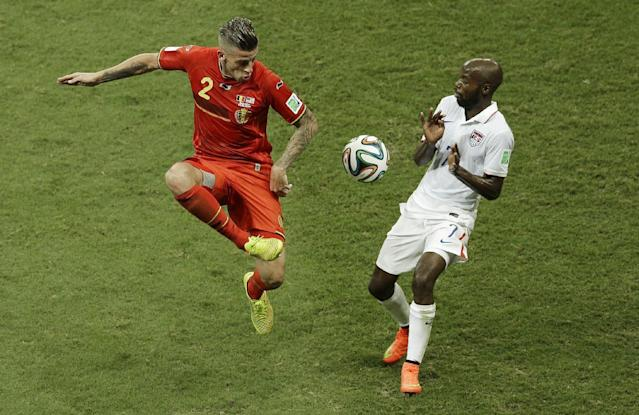 Belgium's Toby Alderweireld, left, and United States' DaMarcus Beasley challenge for the ball during the World Cup round of 16 soccer match between Belgium and the USA at the Arena Fonte Nova in Salvador, Brazil, Tuesday, July 1, 2014. (AP Photo/Themba Hadebe)