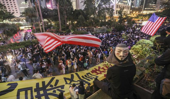Displaying American flags, anti-government protesters in Hong Kong rally at Chater Garden in Central on October 9. Photo: Xiaomei Chen