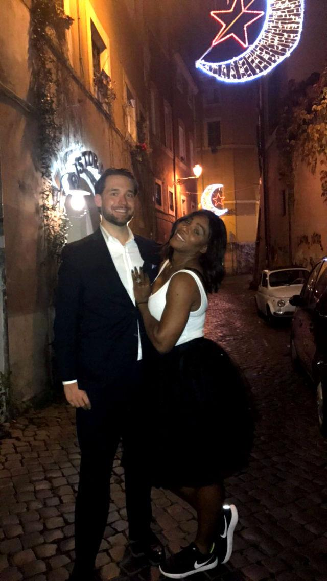 serena williams shows engagement ring