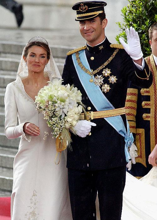 <b>4. Prince Felipe And Letizia Ortiz Rocasolano: </b><br>Spanish Crown Prince Felipe de Bourbon and his bride, princess Letizia Ortiz leave the Almudena cathedral after their wedding ceremony May 22, 2004 in Madrid.